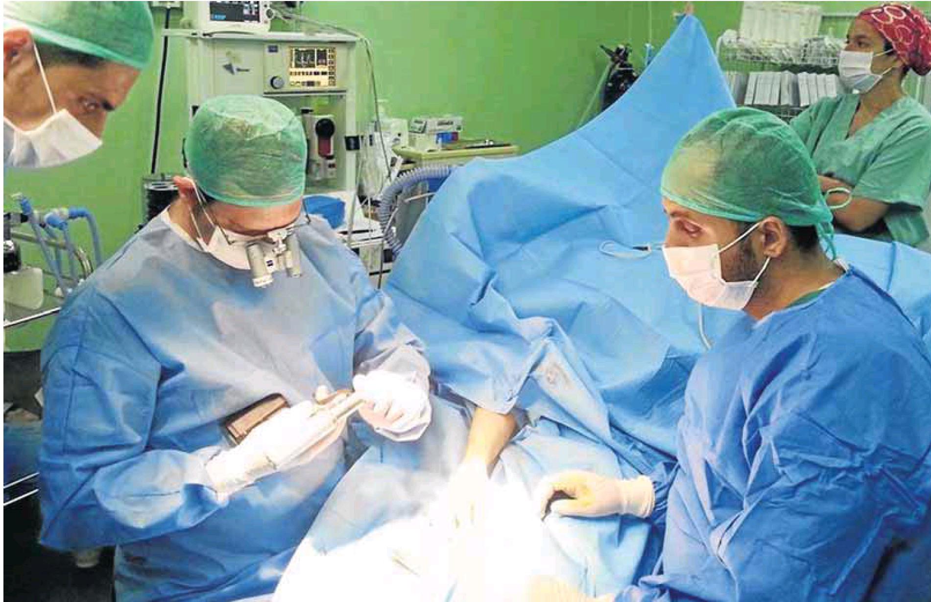 El Dr. Higinio Ayala regresa de su 3º misión en Gaza después de operar a casi 40 pacientes, niños en su mayoría